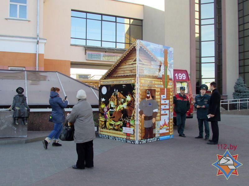 В Гомеле на Привокзальной площади возвели макет печи