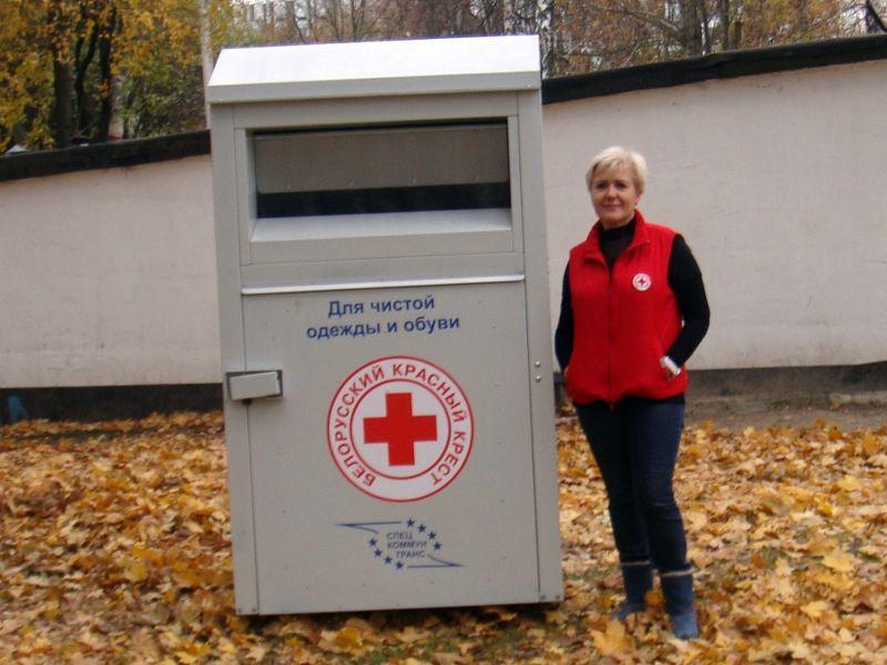 В Гомеле установили универсальный контейнер для сбора одежды беднякам