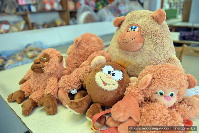 Как создают символ Нового года на Гомельской фабрике игрушек