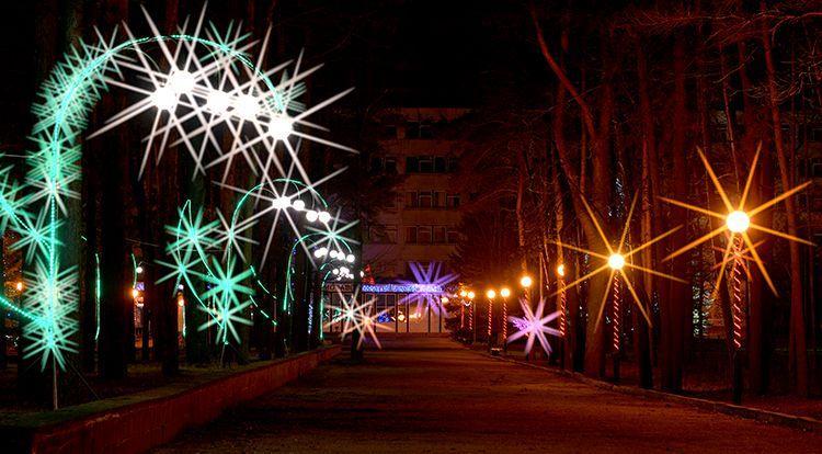 Предприятия Советского района включили новогоднюю иллюминацию