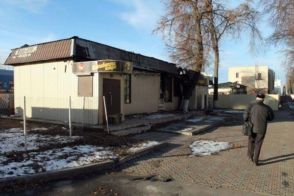 Сгоревшие кафе портят вид привокзальной территории Гомеля