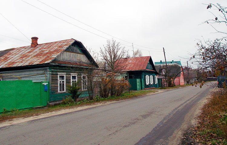 На улице Мильчанская железнодорожные рельсы использовались как стройматериал