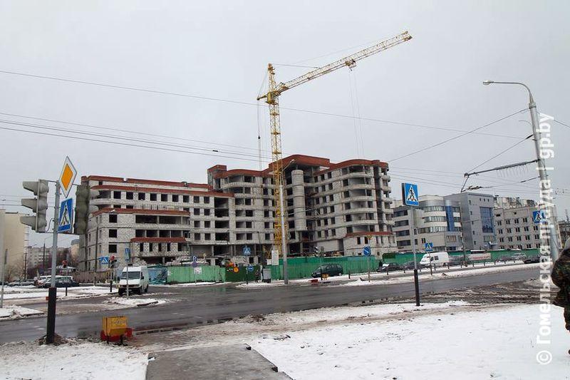 Когда достроят поликлинику в Мельниковом луге?
