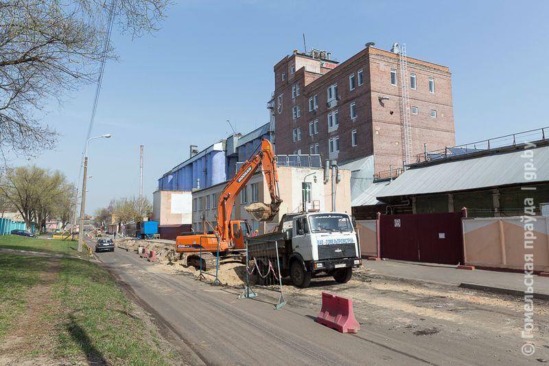 На улице Подгорной ремонтируют дорогу