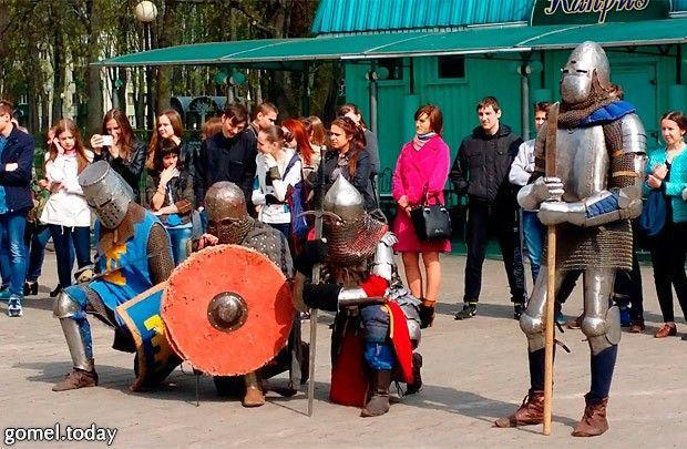 Возле кинотеатра «Октябрь» прошли бои рыцарей
