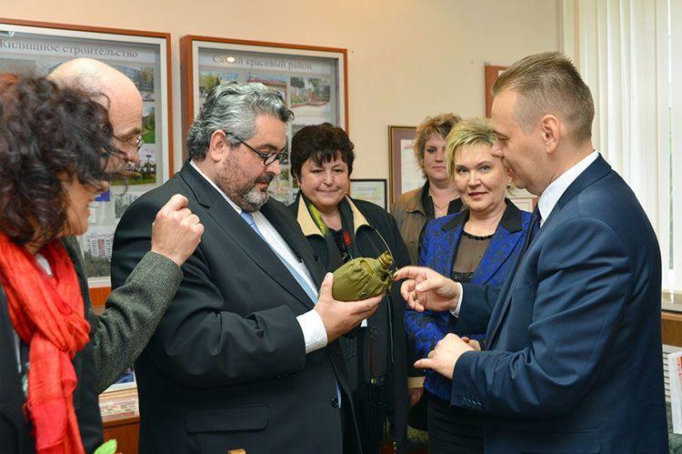 Необычный подарок получили гости из Клермон-Феррана от руководства Советского района