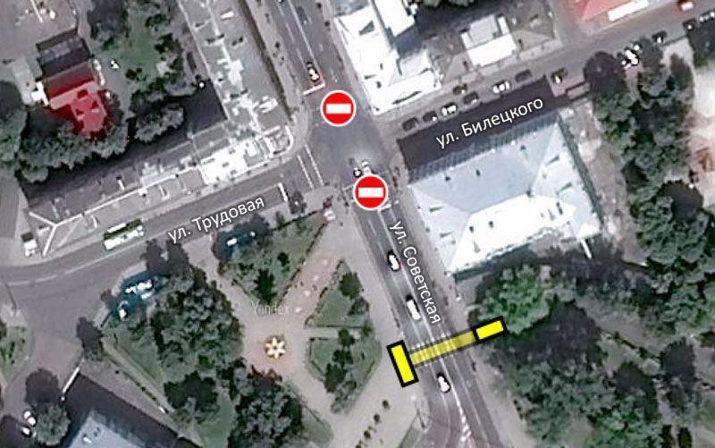 Жёлтым цветом обозначено место расположения подземного перехода в районе Киевского спуска. Наземные переходы через Советскую будут ликвидированы
