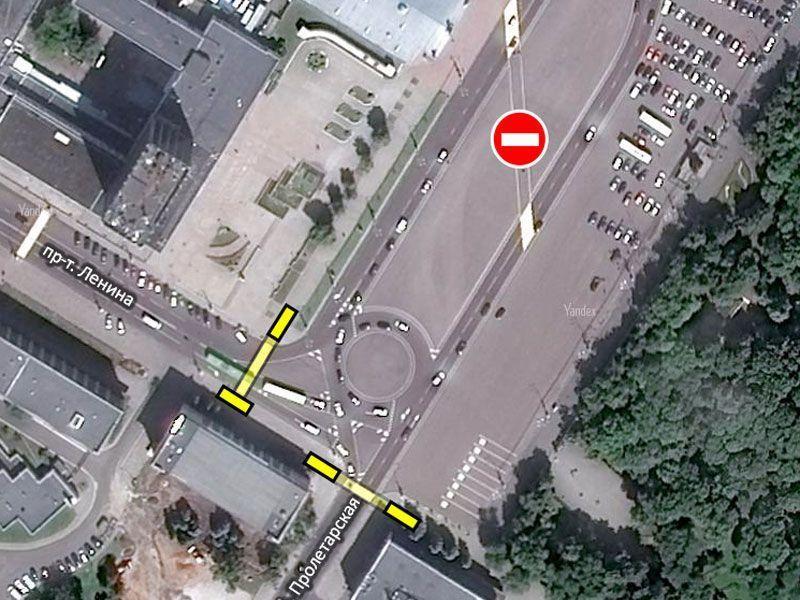 Жёлтым обозначены подземные переходы под ул. Пролетарской и проспектом Ленина. «Зебра» по диагонали площади будет ликвидирована
