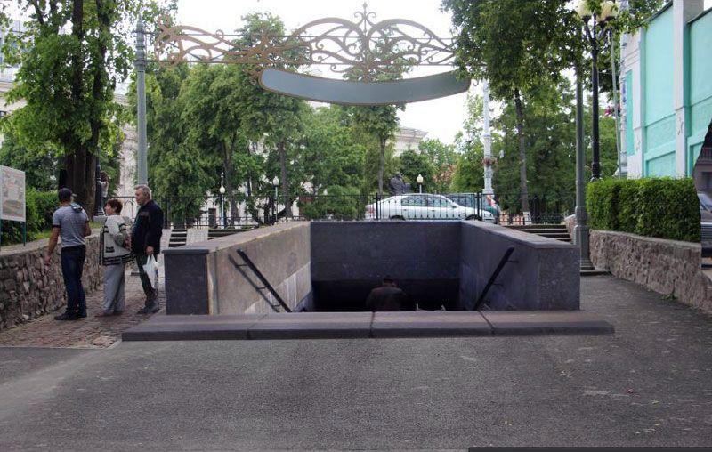 Примерно так будет выглядеть подземный переход на Киевском спуске, который входит в зону охраны ландшафта «Дворцово-паркового ансамбля». В зоне охраны ландшафта строго запрещается проводить любые строительные работы