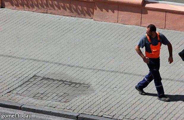 На месте погибших деревьев на Советской стали появляться плиточные квадраты