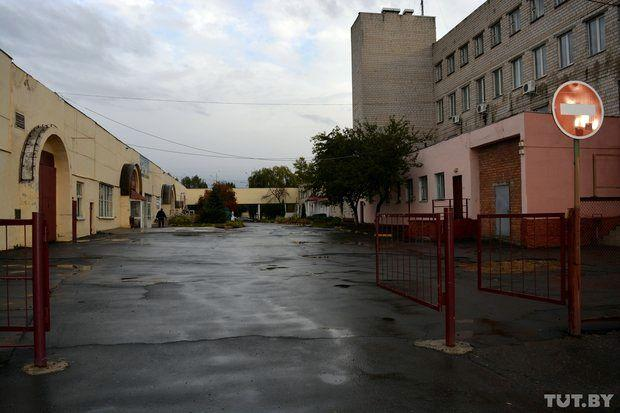Как умирает самый первый гомельский гипермаркет из 90-х