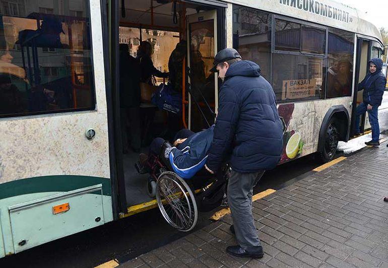 Гомельские инвалиды осваивают программу взаимопомощи