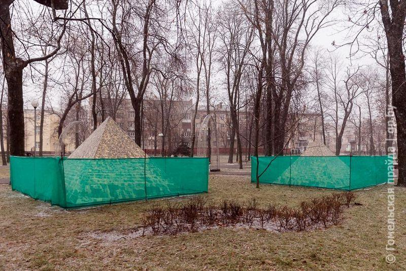 В Гомельском сквере имени Громыко появились пирамиды