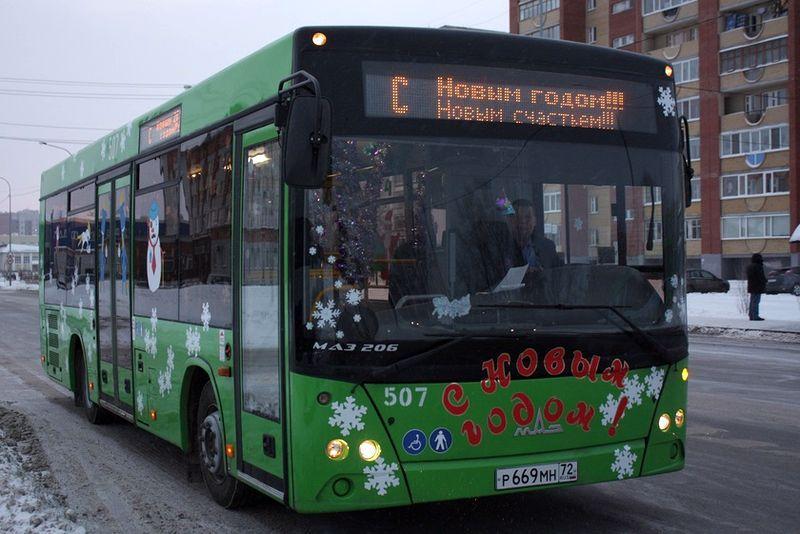«Гомельоблавтотранс» выпустил на линию города «Новогодний автобус»