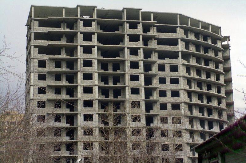 Строительство жилого дома в Новобелицком районе может превратиться в долгострой