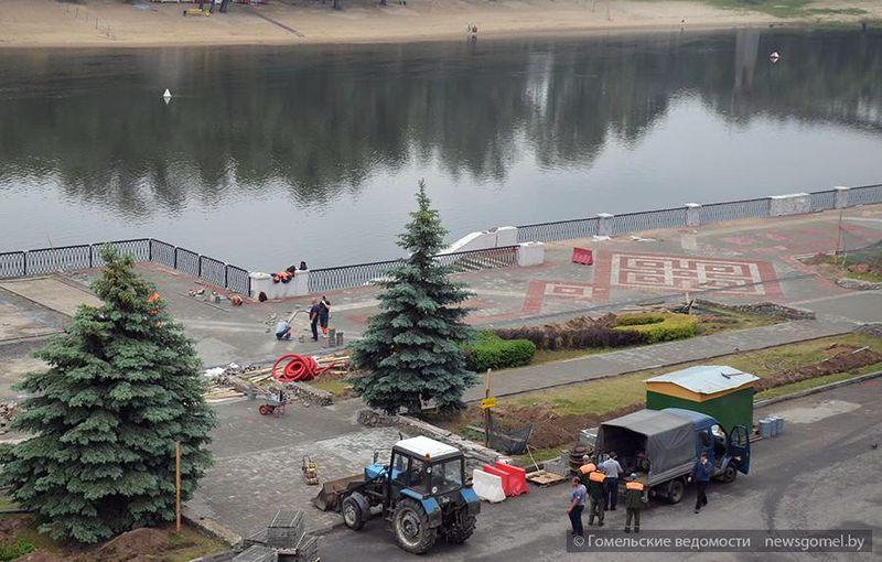 На набережной Гомеля появились элементы белорусского орнамента