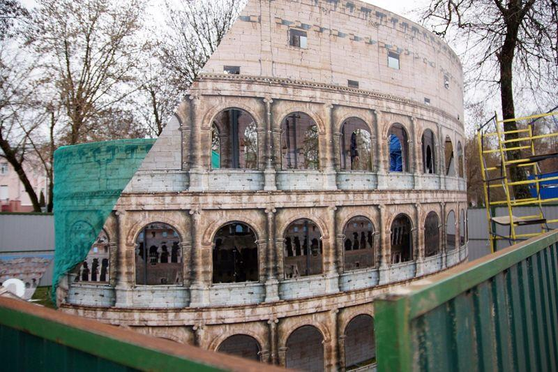 Новая достопримечательность в Гомеле - римский Колизей