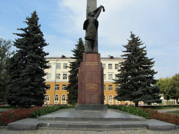 Памятник комсомольцам
