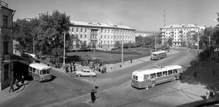 Скрыжаванне вуліцы Інтэрнацыянальнай і праспекта Леніна