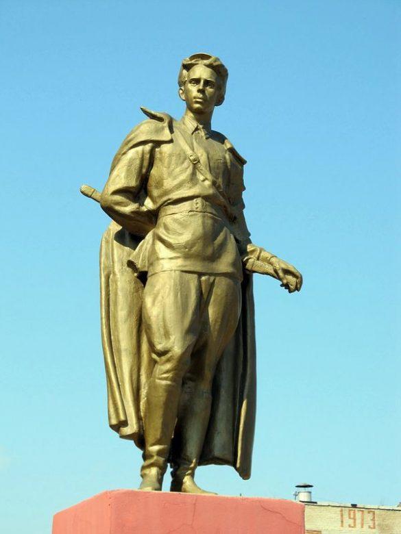 Памятник Островскому Н.А.