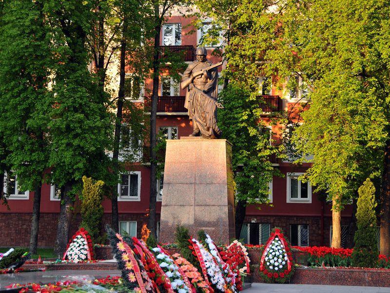 Братская могила советских воинов и подпольщиков