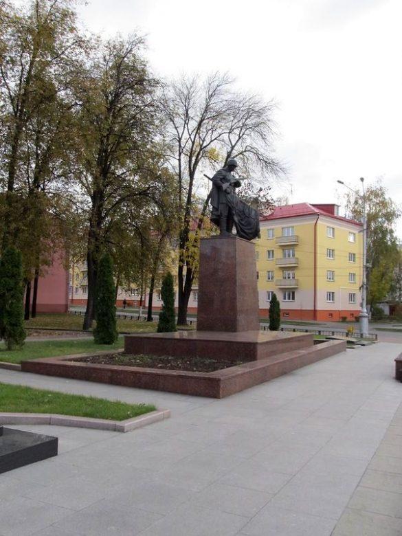 Братская могила советских воинов и подпольщиков (Вечный огонь)