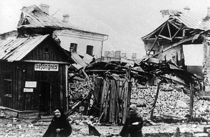 Взорвана немцами осенью 1943 г. городская тюрьма