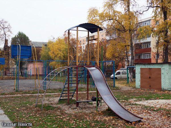 Детские горки в Новобелице опасны для детей