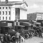 Апрель 1954 года. Автоколонна передвижных ремонтных мастерских предприятий г. Гомеля перед отправкой в МТС.