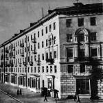 Жилой дом на привокзальной площади. 1950-е. Начало проспекта Ленина.