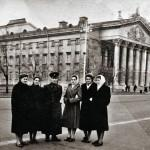 На площади Ленина. Ориентировочно зима 1956-1957 гг. Из архива Алексея Нестерова.