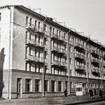 Дом на углу проспекта Победы и улицы Советской. Фото 1960-х
