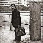 Апрель-май 1975 г. На заднем плане справа - дом №3 по ул. 50_лет БССР, слева - здание АТС. За забором - котлован для строительства дома №97, корпус 2 по ул. Советская.