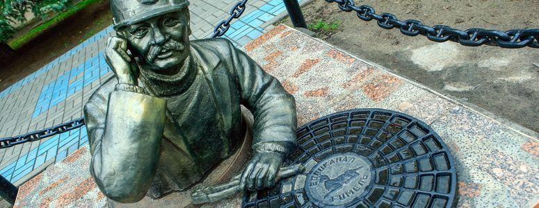 Скульптура «Водопроводчик» в Гомеле