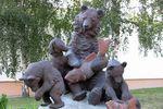 Скульптура Медведи с рыбой