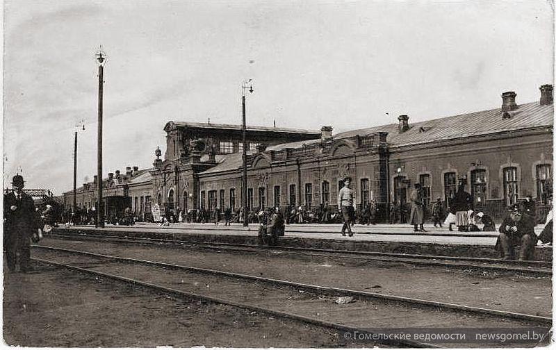 Железнодорожный вокзал. Вид с перрона.