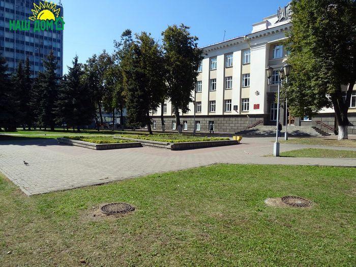 Дорожно-строительный колледж  (площадь Труда, дом 1)