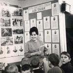 1968 год. Заведующая читальным залом Мария Ивановна Склема проводит мероприятие для школьников.