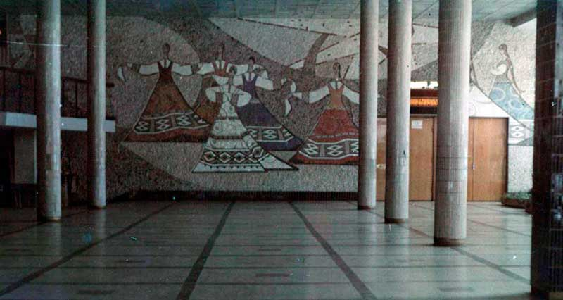 Так выглядело фойе кинотеатра имени Калинина в разные годы