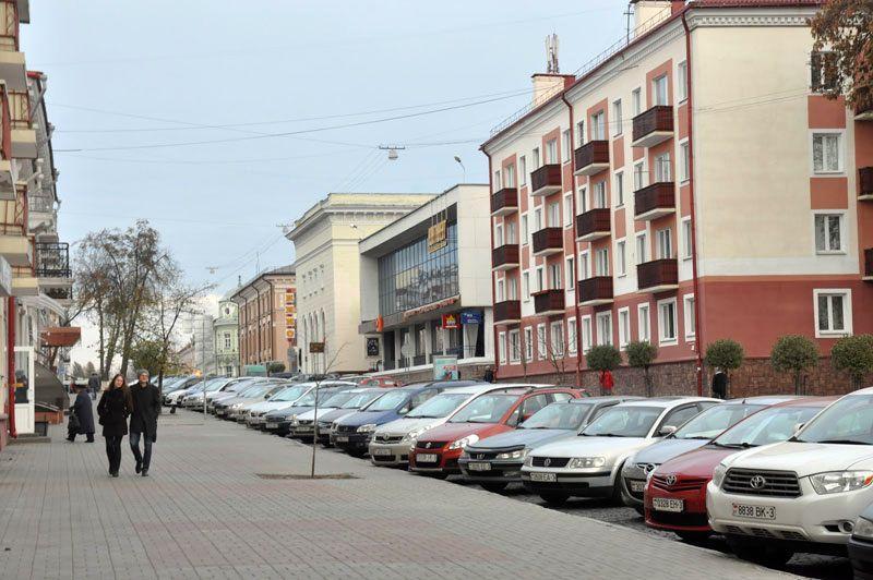 Сегодня в центре города наиболее распространен перпендикулярный тип парковки.