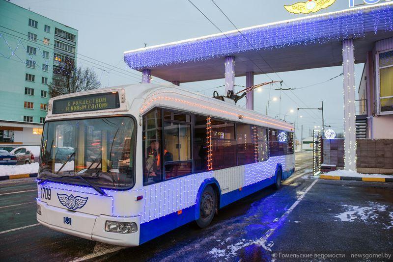 В субботу на улицы Гомеля выйдет новогодний троллейбус